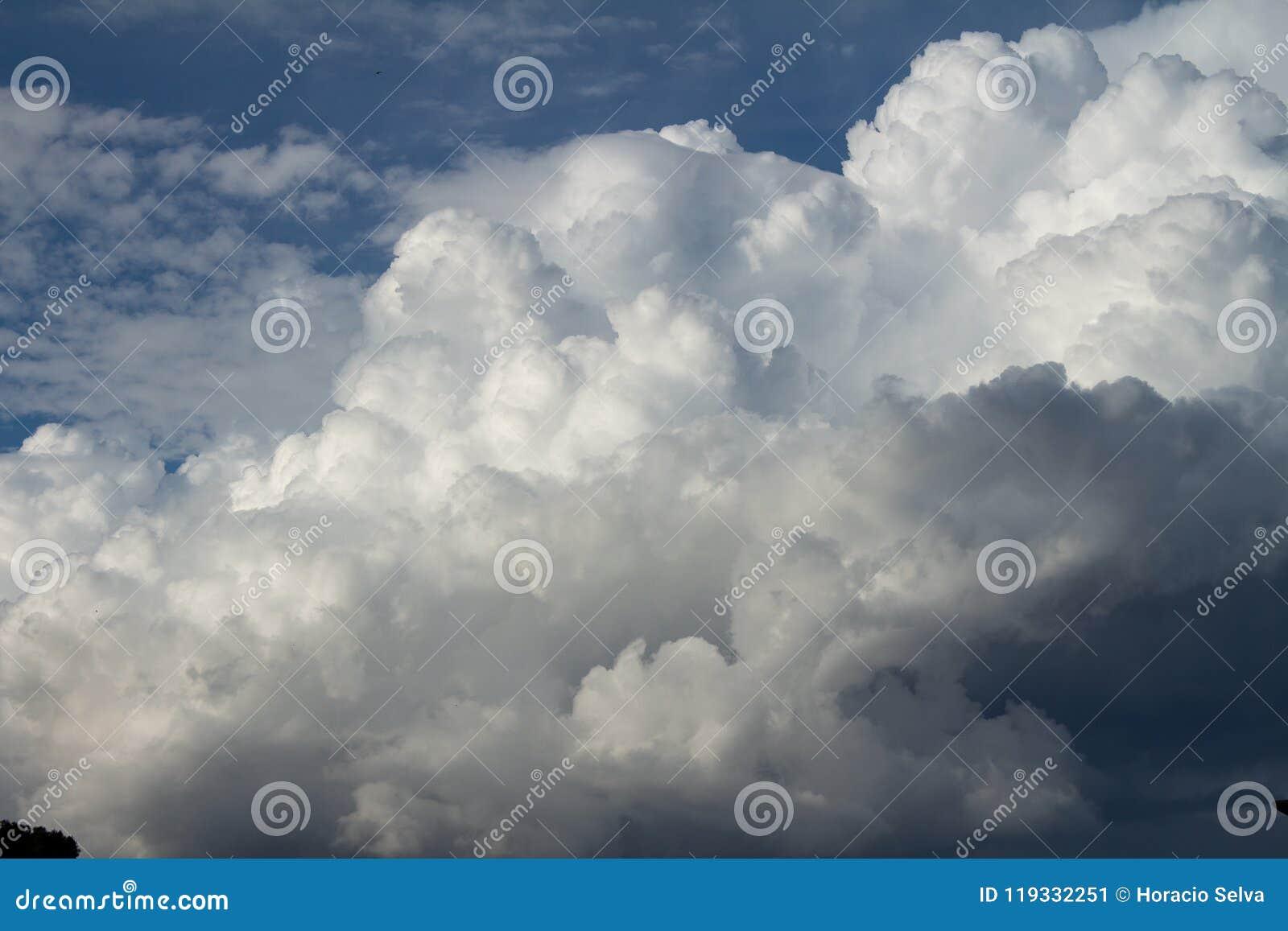Cumulus nimbus huge in the sky.