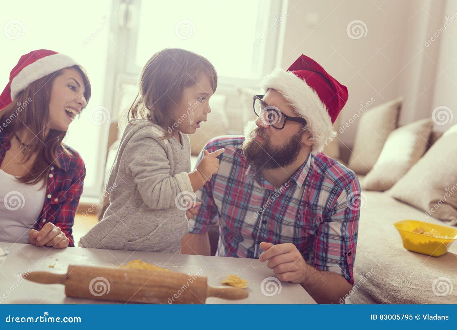 Cuocere dei biscotti di Natale