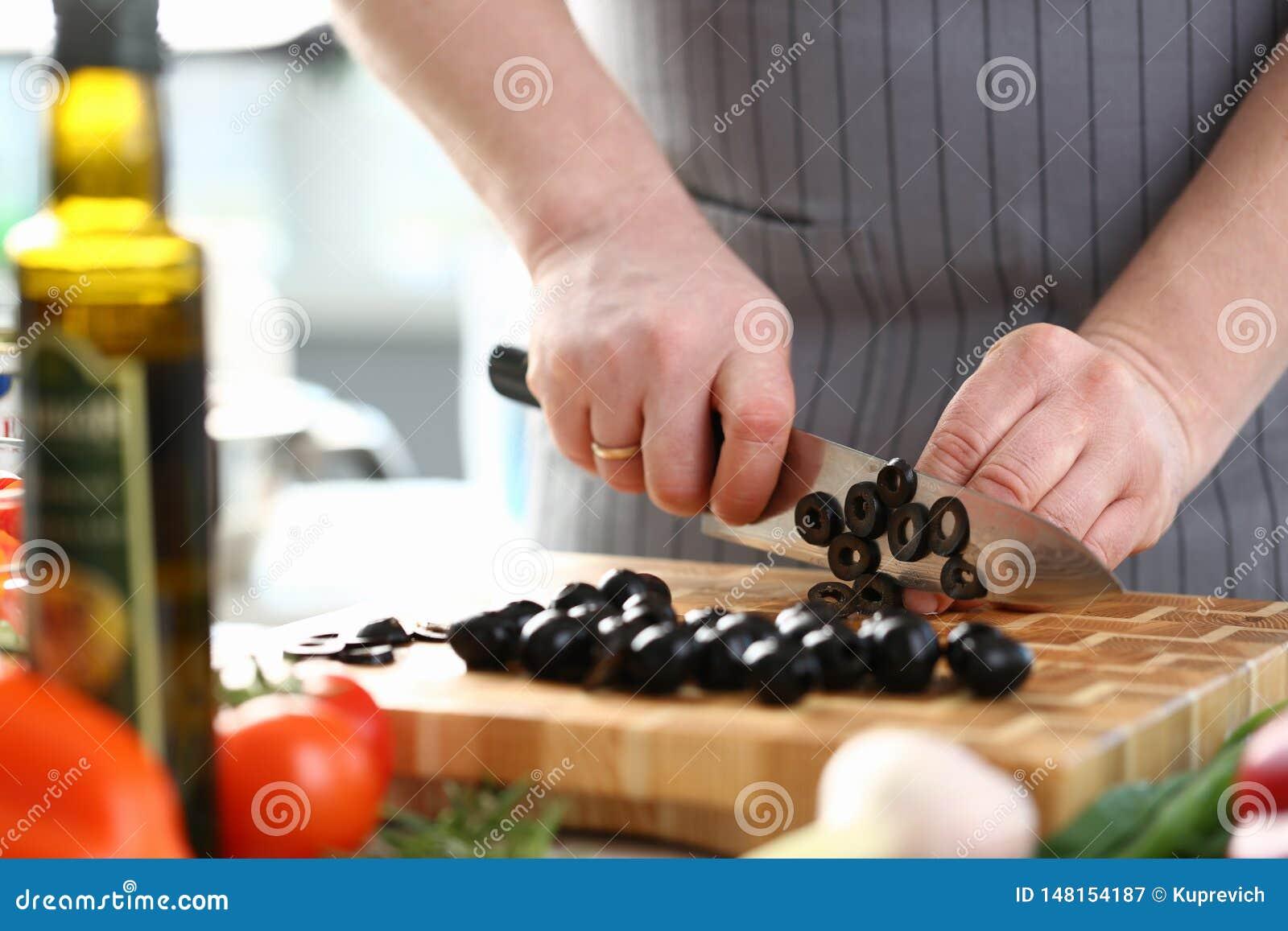 Cuoco unico professionista Cutting Black Olive Ingredient