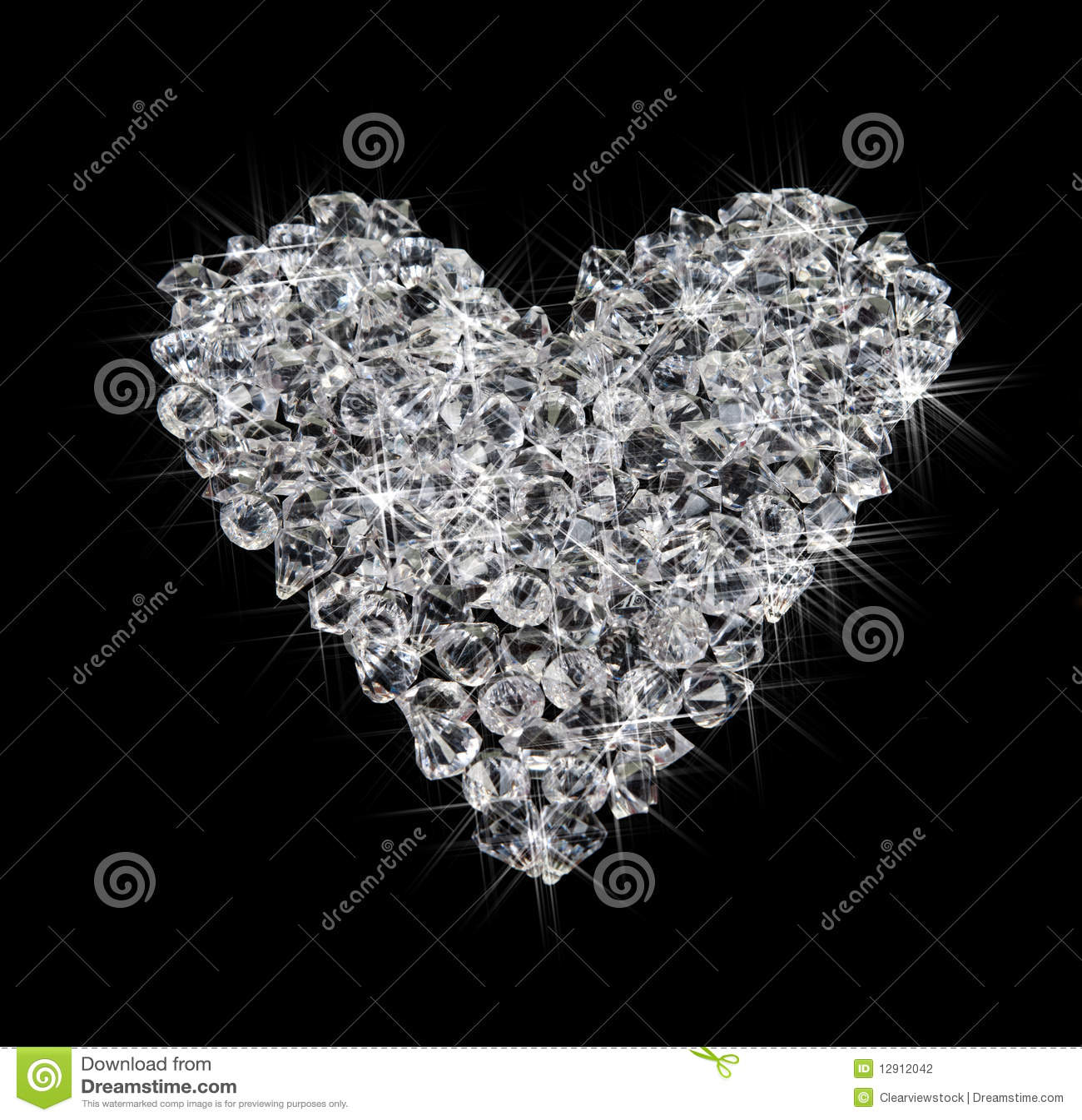 Cuore dei diamanti sul nero