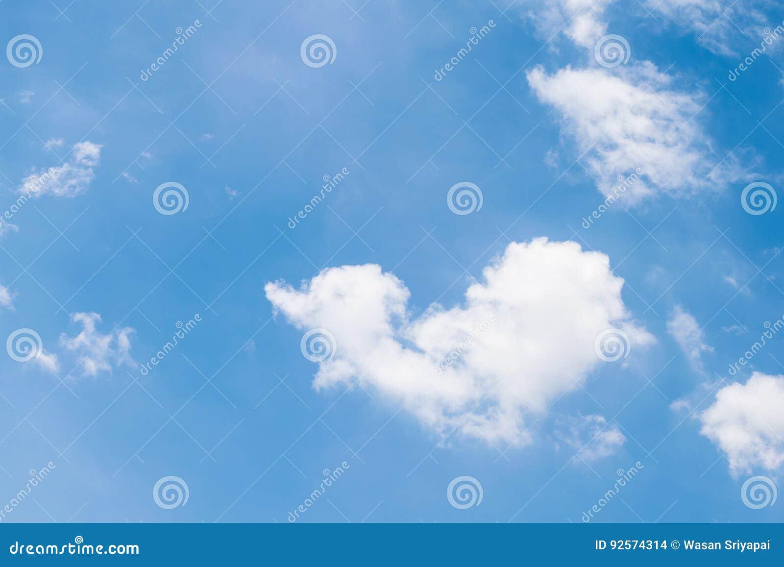 Cuore del cielo molto bello in Tailandia