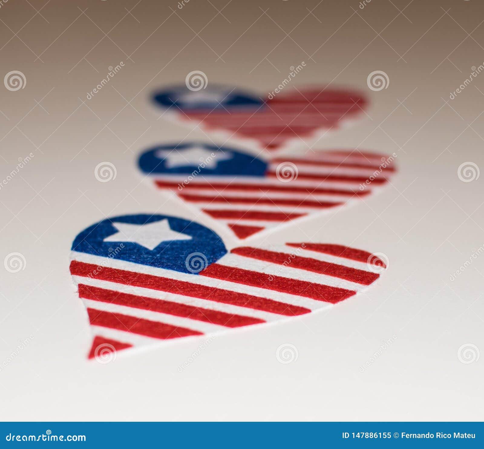 Cuore delle bandiere americane a forma di Icona di amore delle bandiere americane In memoriam del quarto luglio con il cuore patr