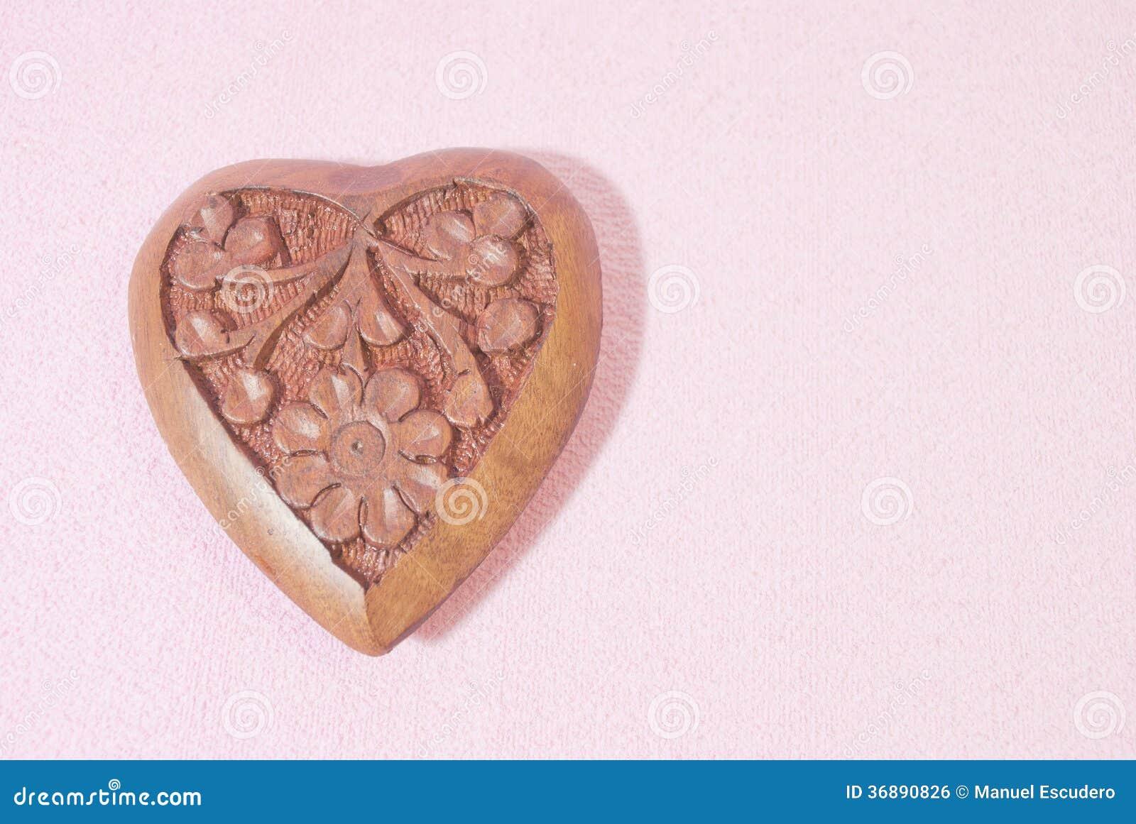 Download Cuore di legno fotografia stock. Immagine di valentines - 36890826