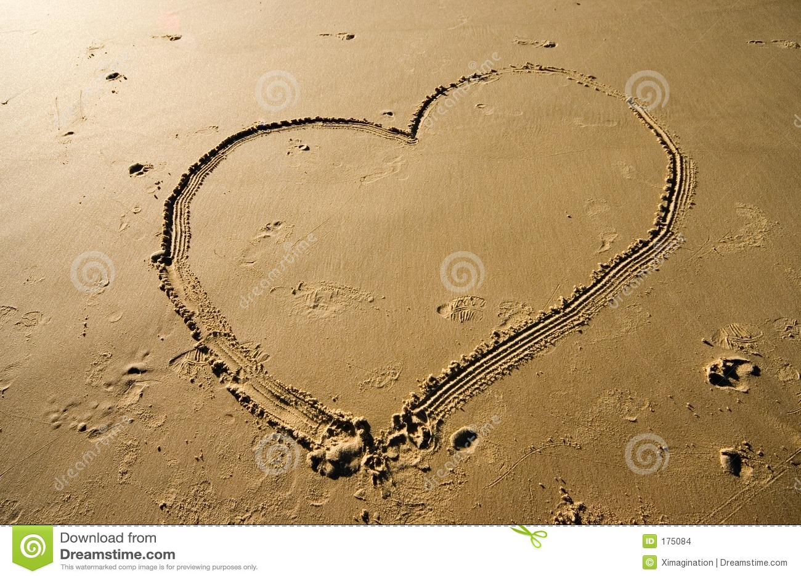 Cuore sulla sabbia