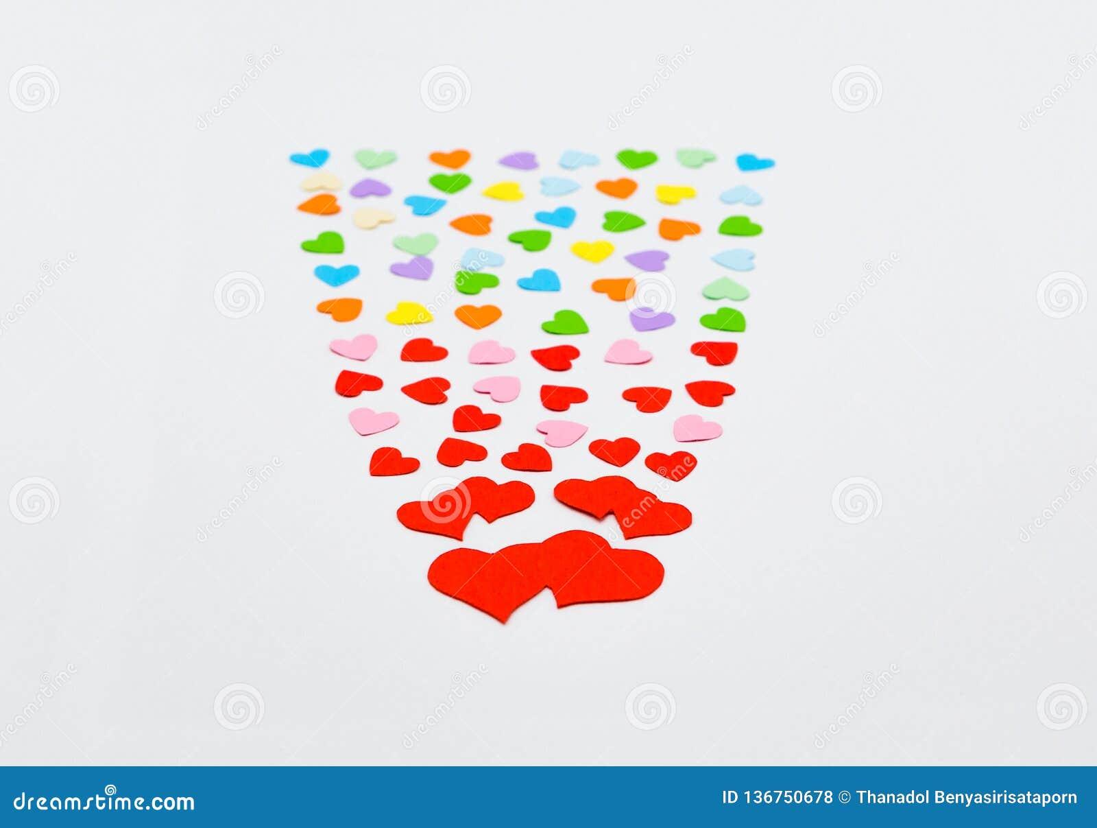 Cuori di carta taglienti variopinti per il San Valentino felice