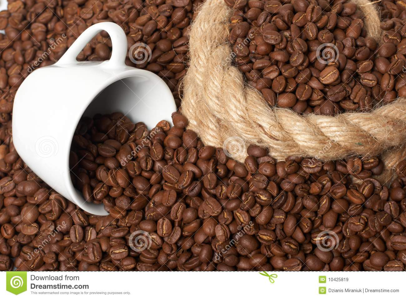 cup in a grain of coffee royalty free stock images image 10425819. Black Bedroom Furniture Sets. Home Design Ideas