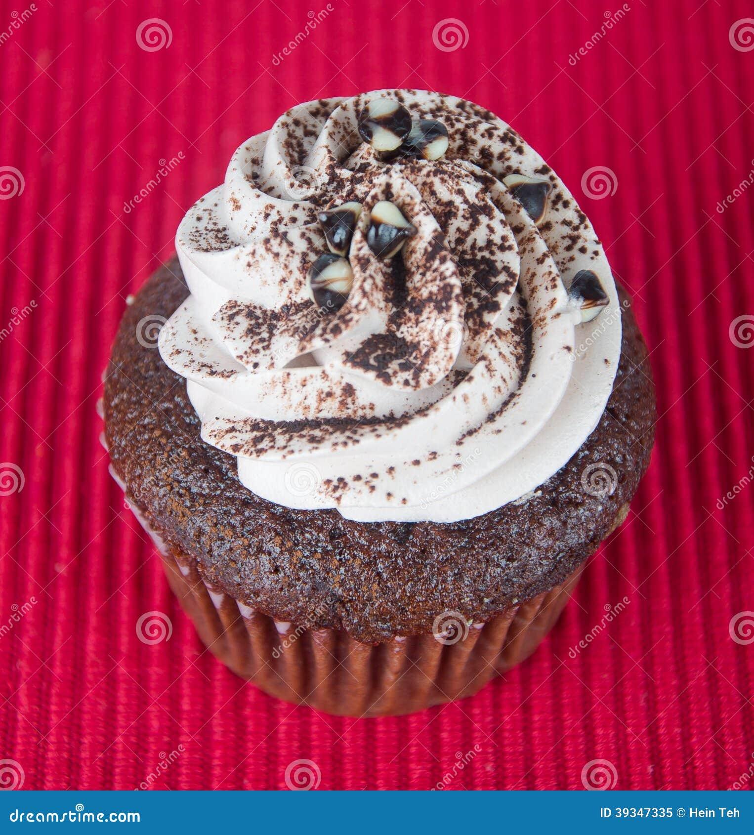 Cupcake queques do chocolate no fundo