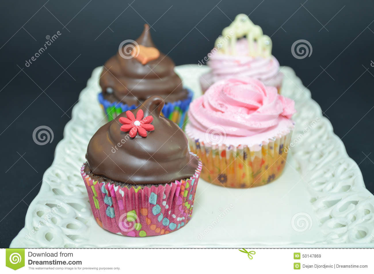 Cake Decoration With Chocolate Syrup : Cupcakes With Chocolate Sauce And Flower Decoration Stock ...