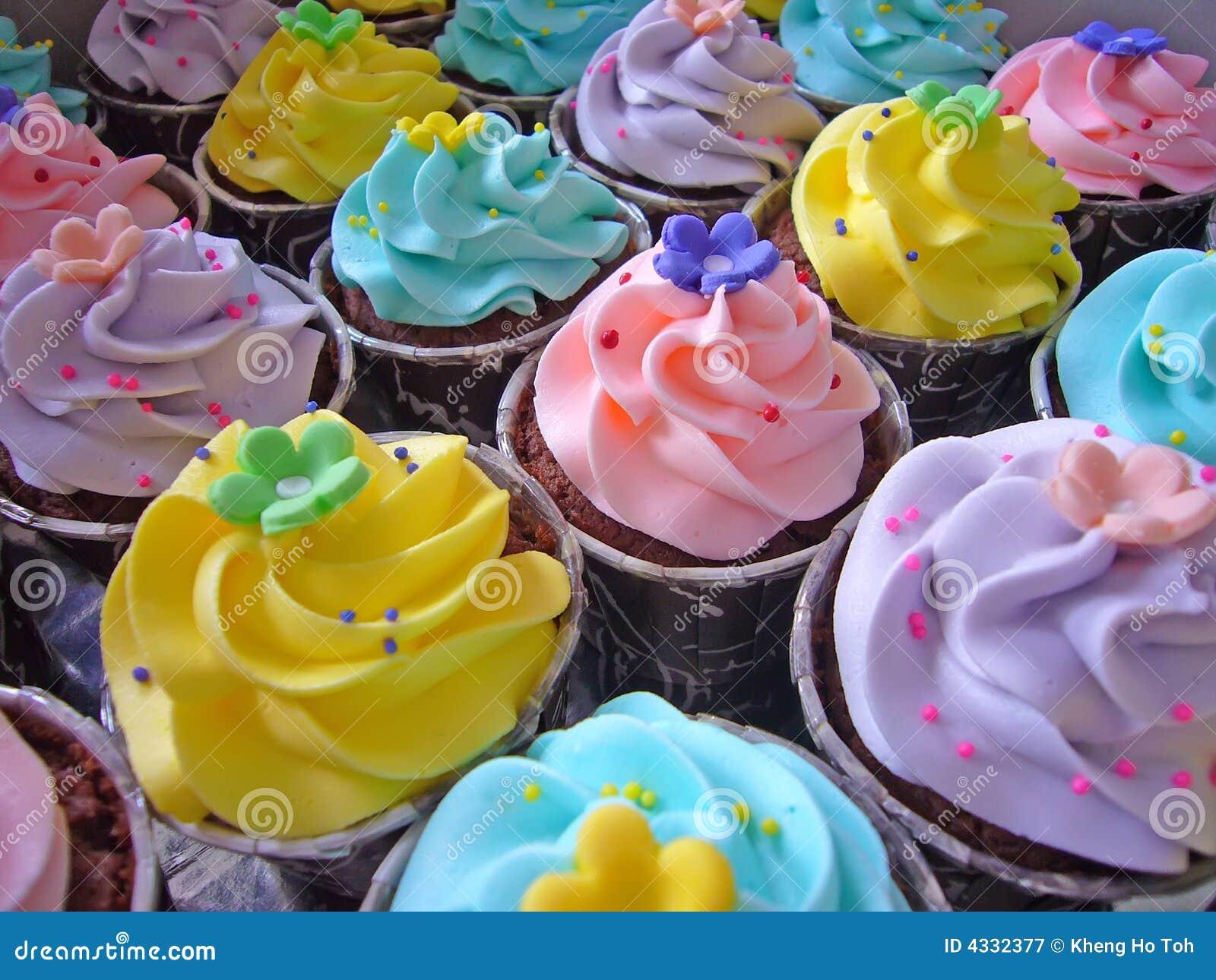 Cupcakes in zijn romige en kleurrijke glorie