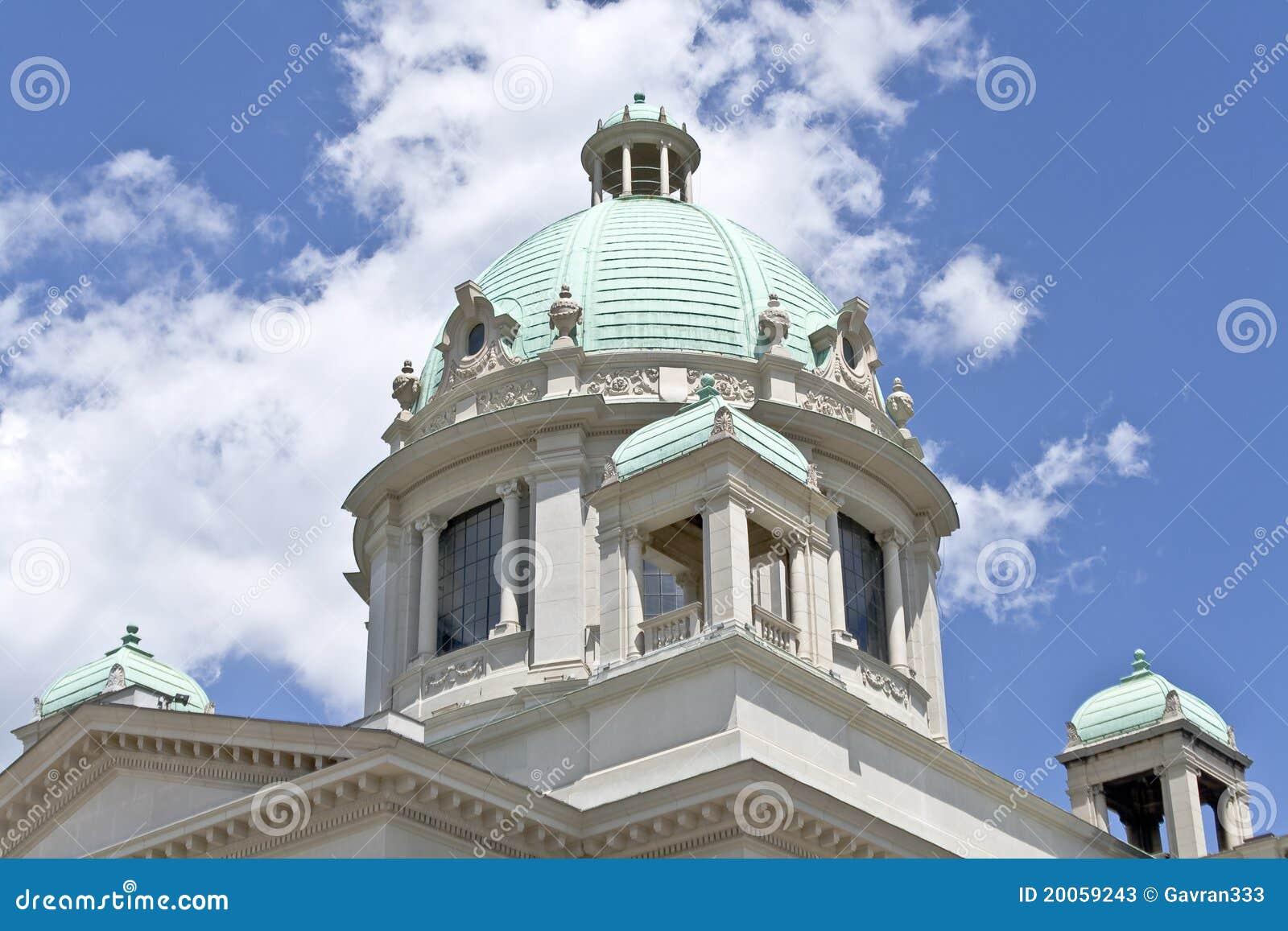 Cupola del parlamento serbo immagine stock immagine di for Struttura del parlamento