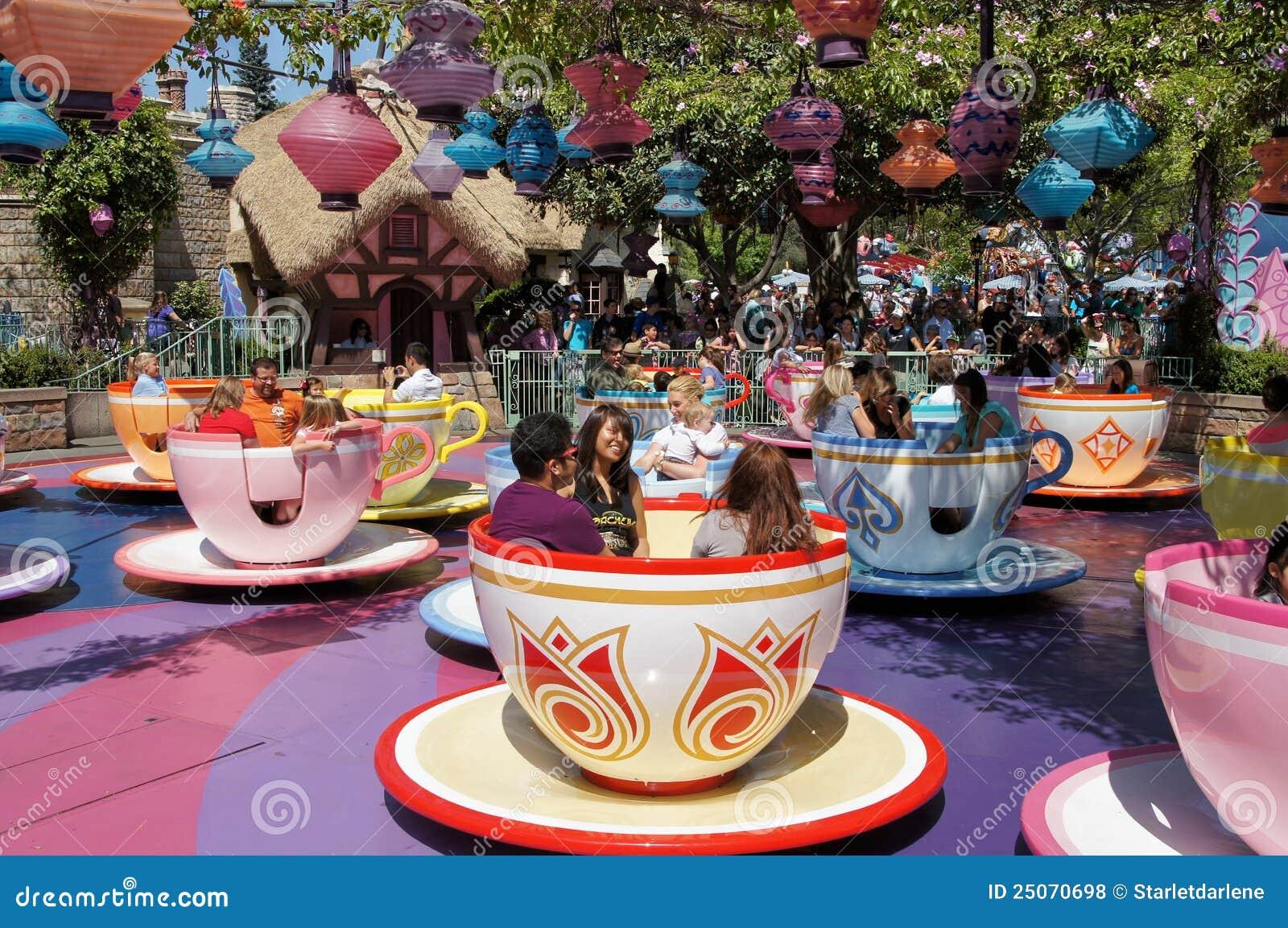 Cups tokig tea för den disneyland hatteren