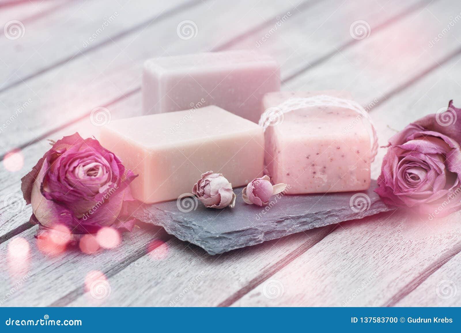 Cura di bellezza con sapone naturale