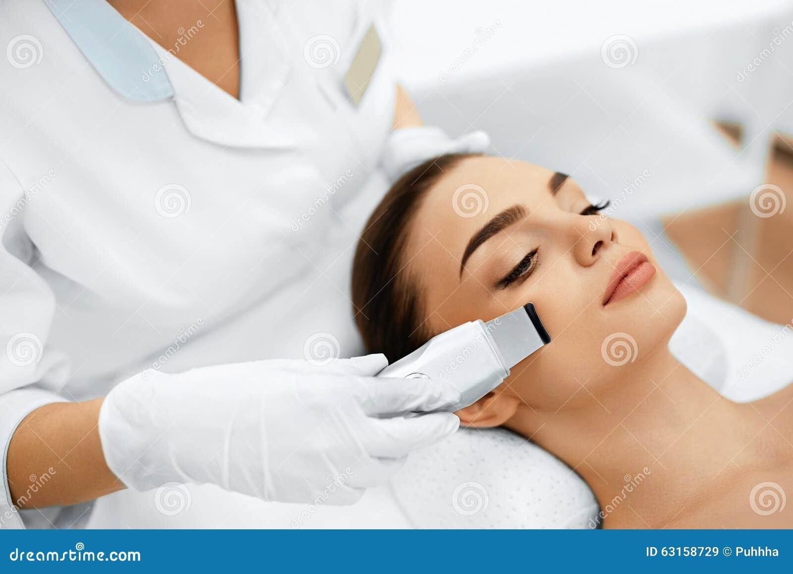 Cura di pelle Sbucciatura facciale di cavitazione di ultrasuono Pulizia della pelle