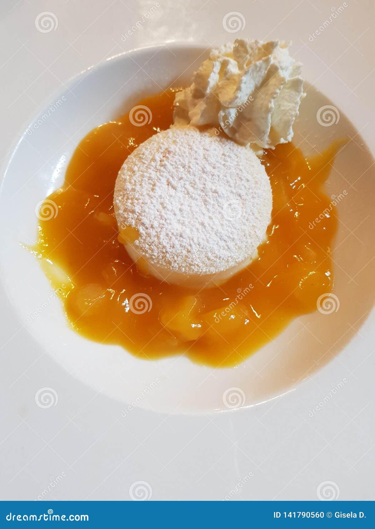 Curd serowy souffle z Mangową śmietanką