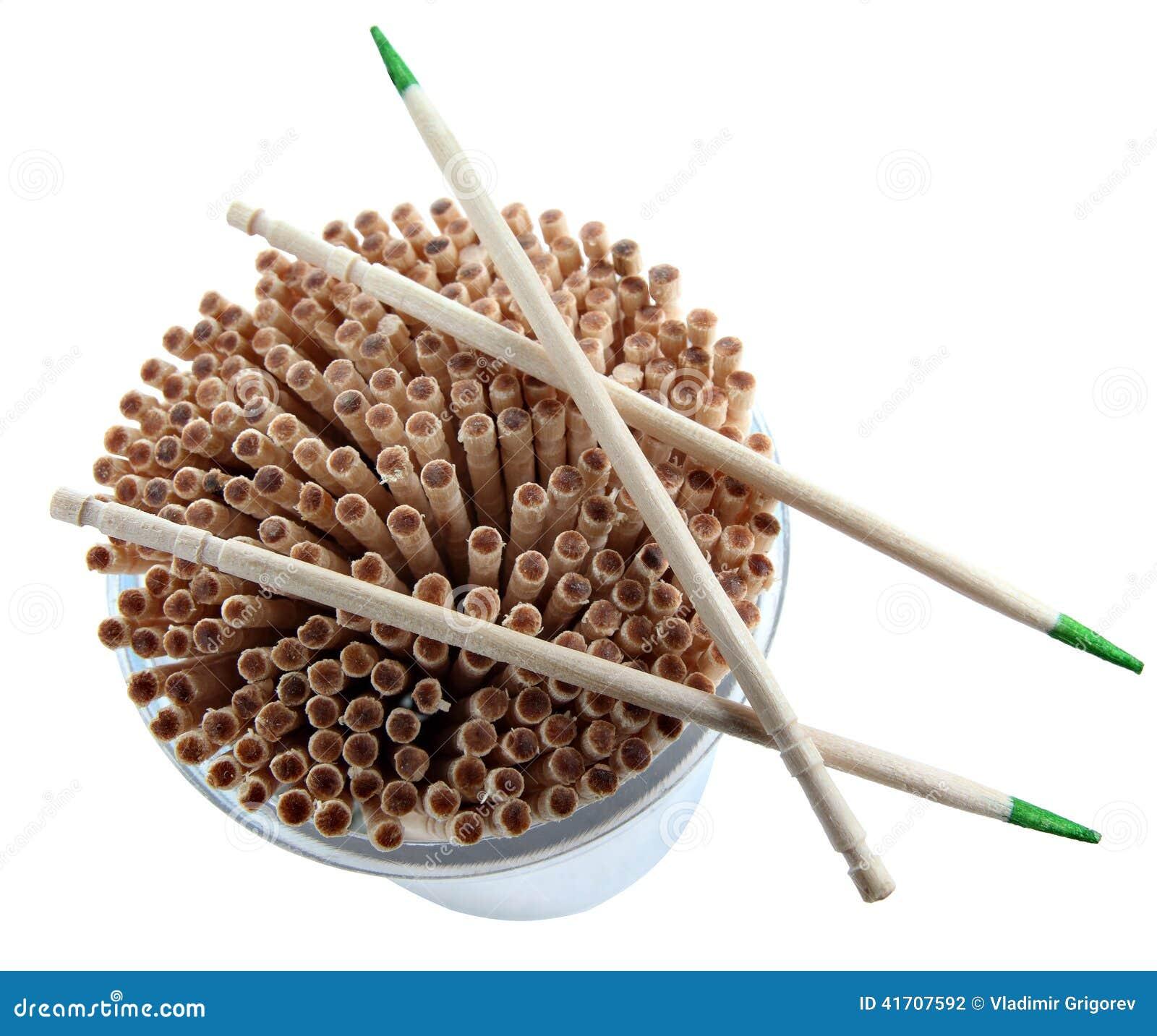 Cure-dents en bois jetable avec la menthe de vert, d isolement sur le CCB blanc