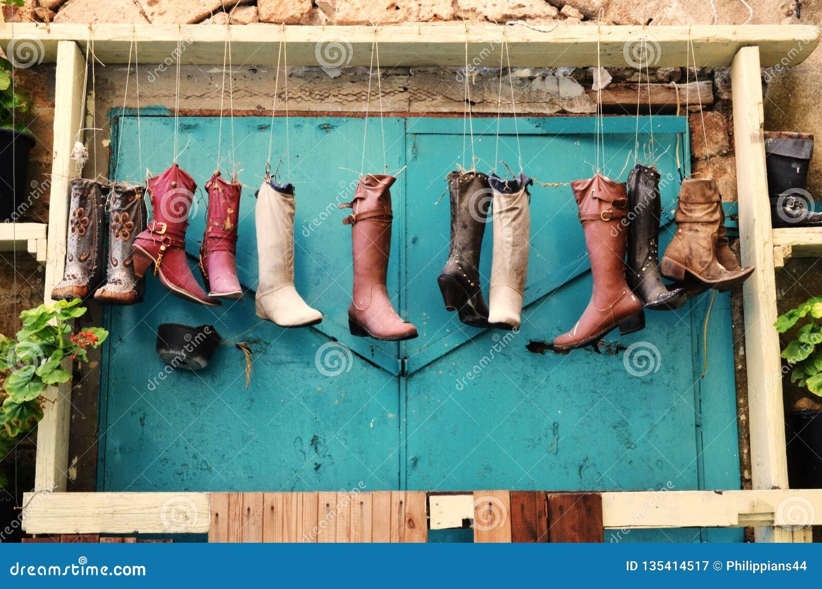 Curiosités dans l acre, l Akko, les bottes et des chaussures, sacs à main, comme pots de fleur, conception extérieure et décorati