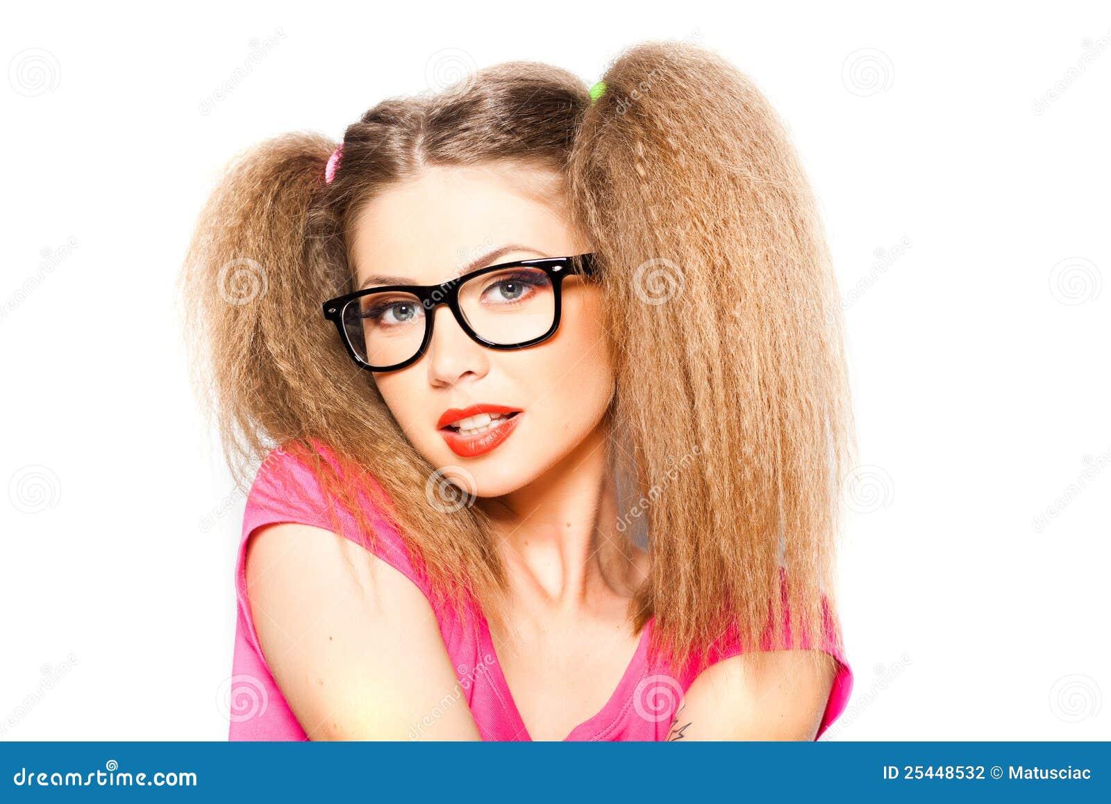 Девушка с двумя хвостиками фото