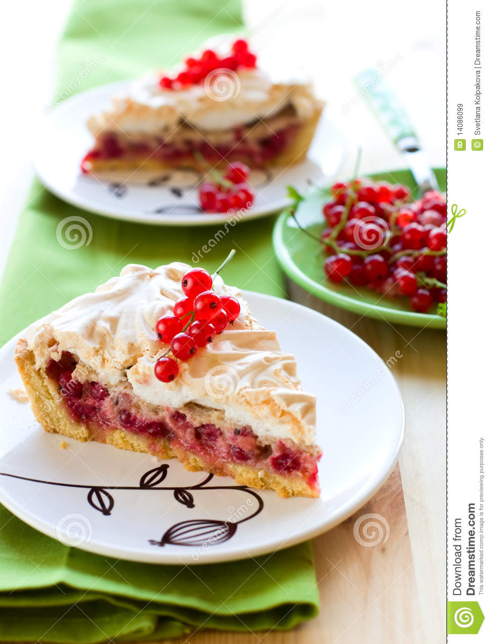 Currant Meringue Tart Royalty Free Stock Images - Image: 14086099
