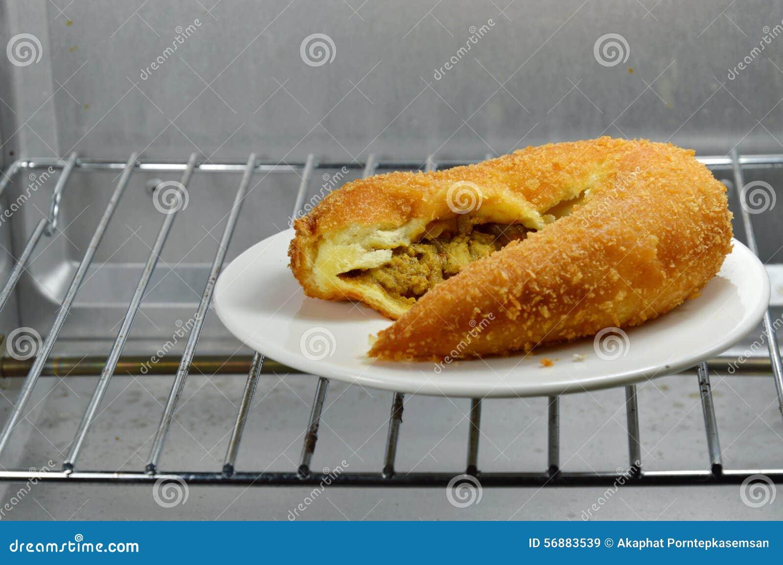 Curry di riempimento del pollo del pane in forno elettrico