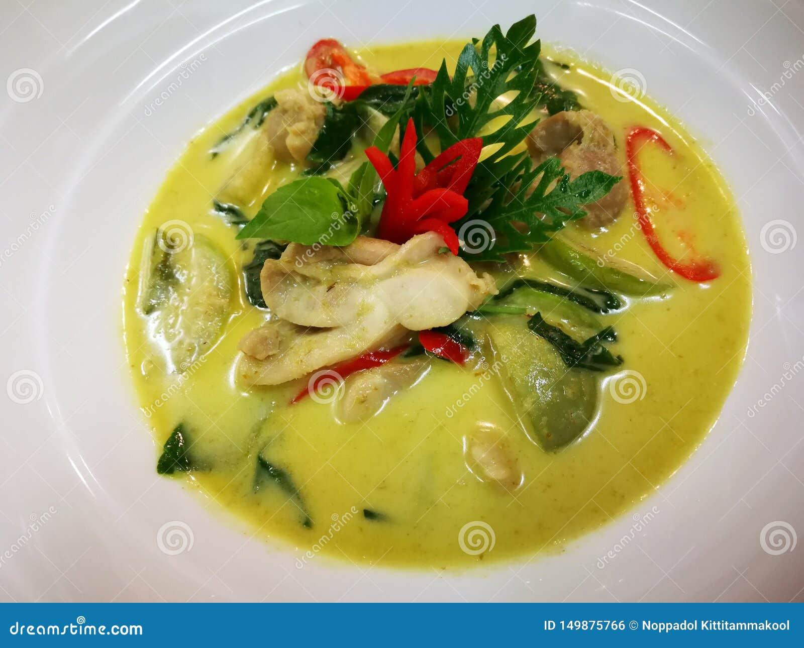 Curry verde tailandese con il pollo