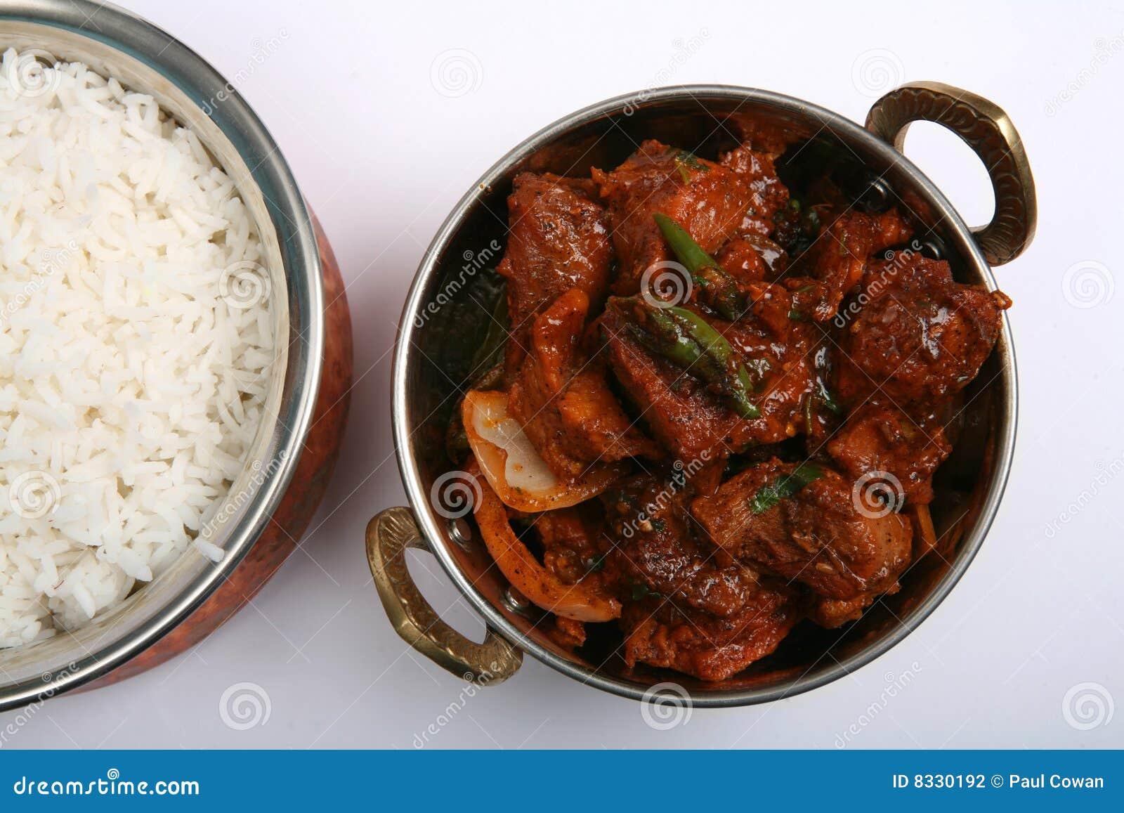 Curry y arroz de los chiles de la carne de vaca
