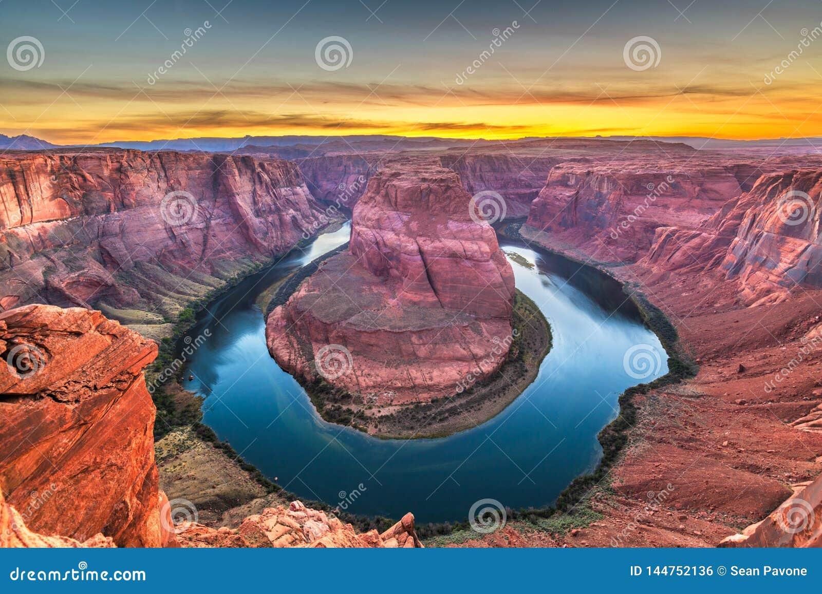 Curvatura em ferradura no Rio Colorado no por do sol