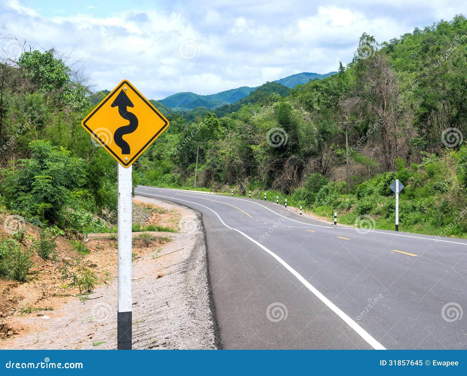 Curvy Verkehrsschild zum Berg