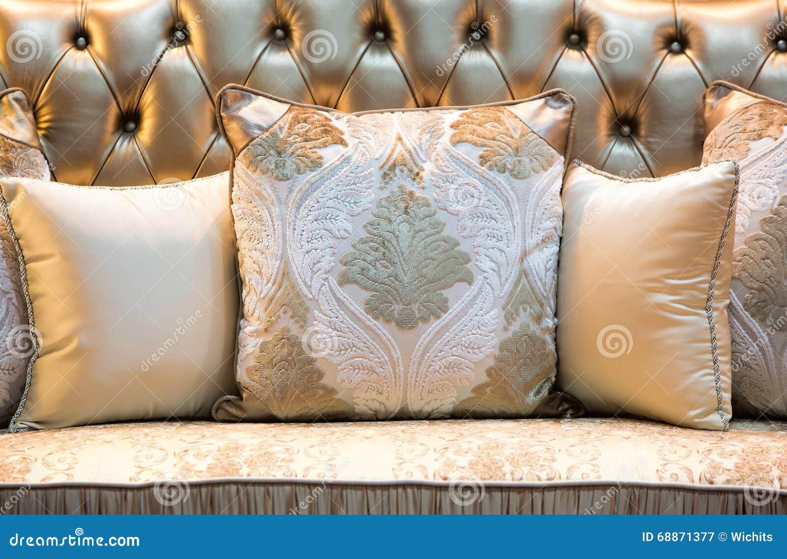 Cuscini Classici.Cuscini E Sofa Classici Di Stile Immagine Stock Immagine Di