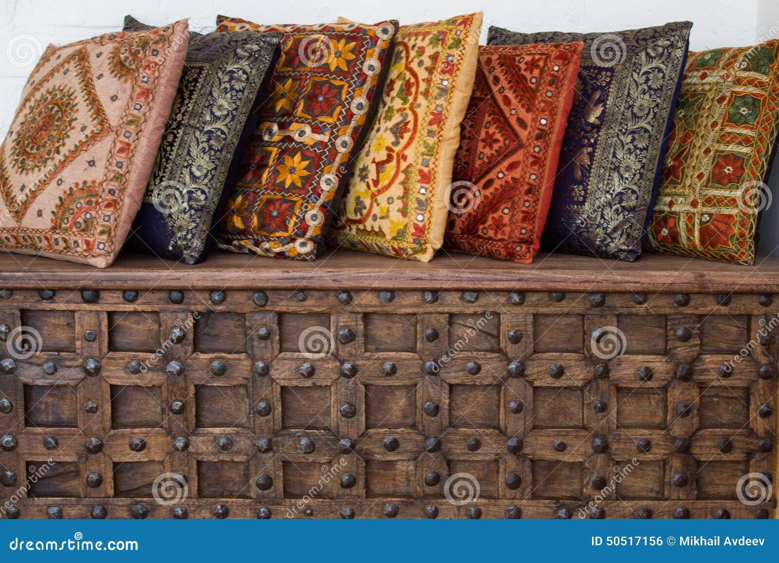 Cuscini Indiani Vendita On Line.Cuscini Indiani Fotografia Stock Immagine Di Modello 50517156
