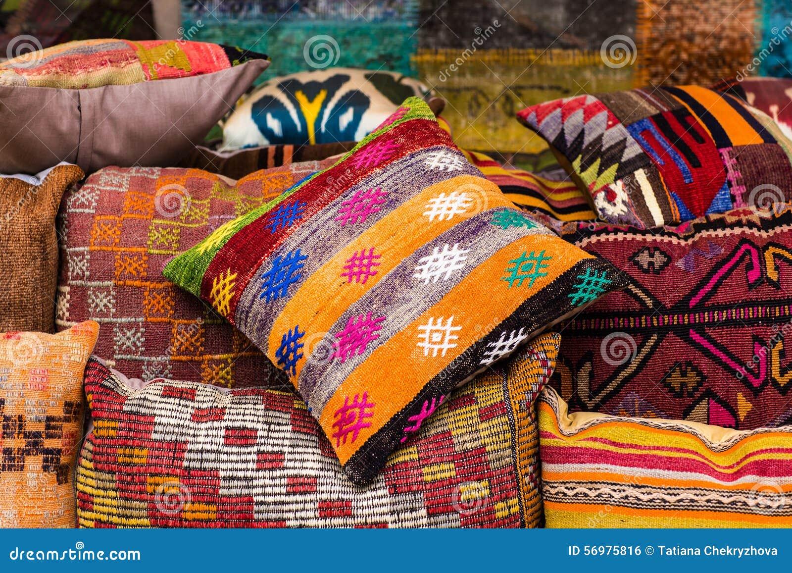 cuscini orientali fotografia stock immagine 56975816. Black Bedroom Furniture Sets. Home Design Ideas
