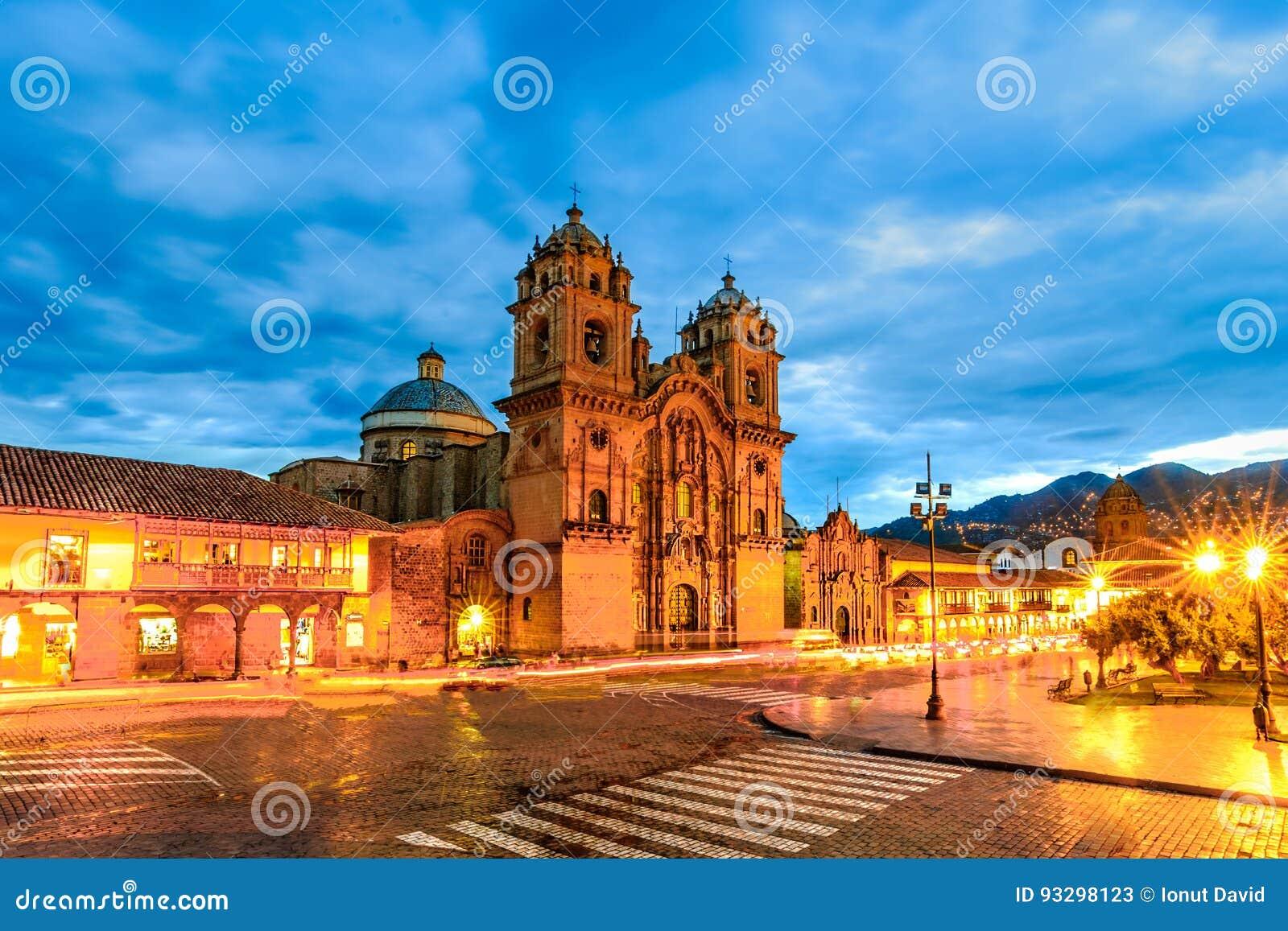 Cusco, Peru - Plaza de Armas och kyrka av samhället av Jesus
