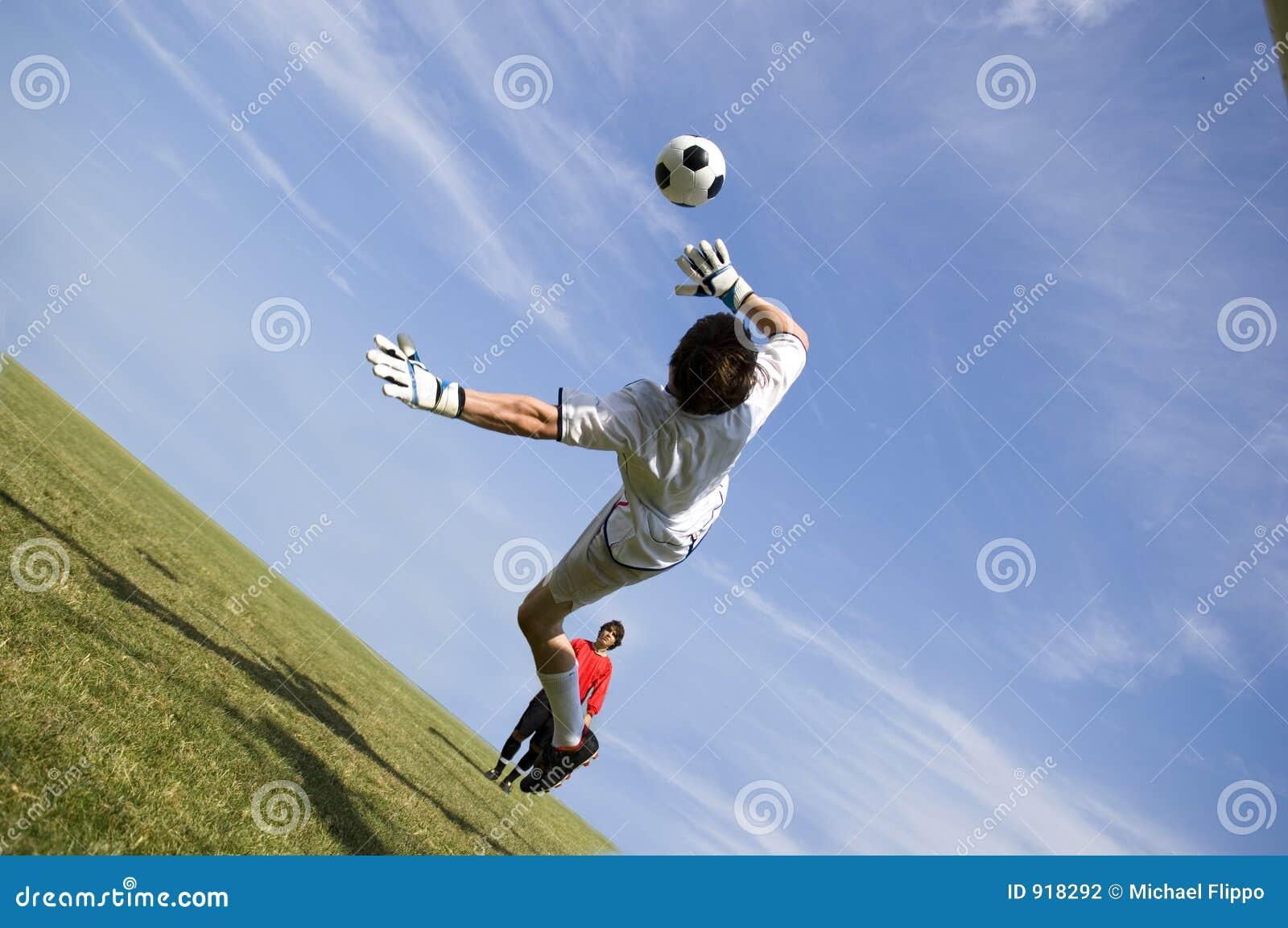 Custode di obiettivo di gioco del calcio di calcio che fa salvo