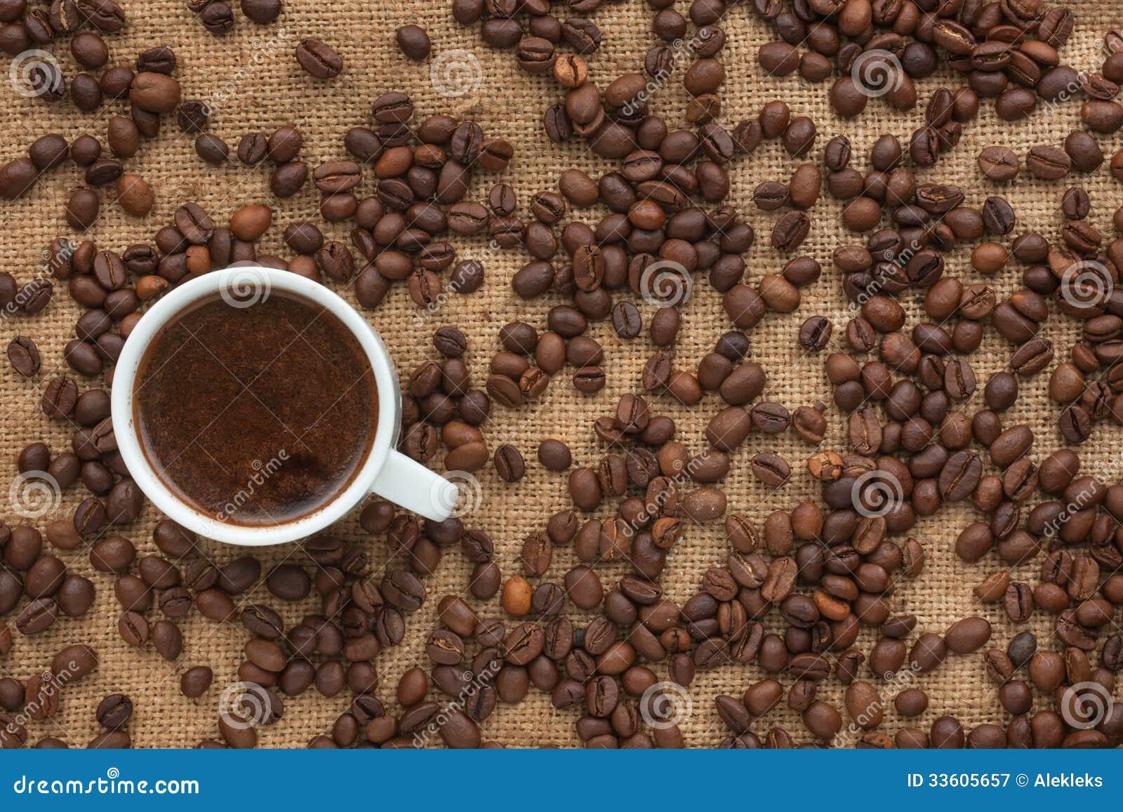 Custos recentemente fabricados cerveja do café no despedida