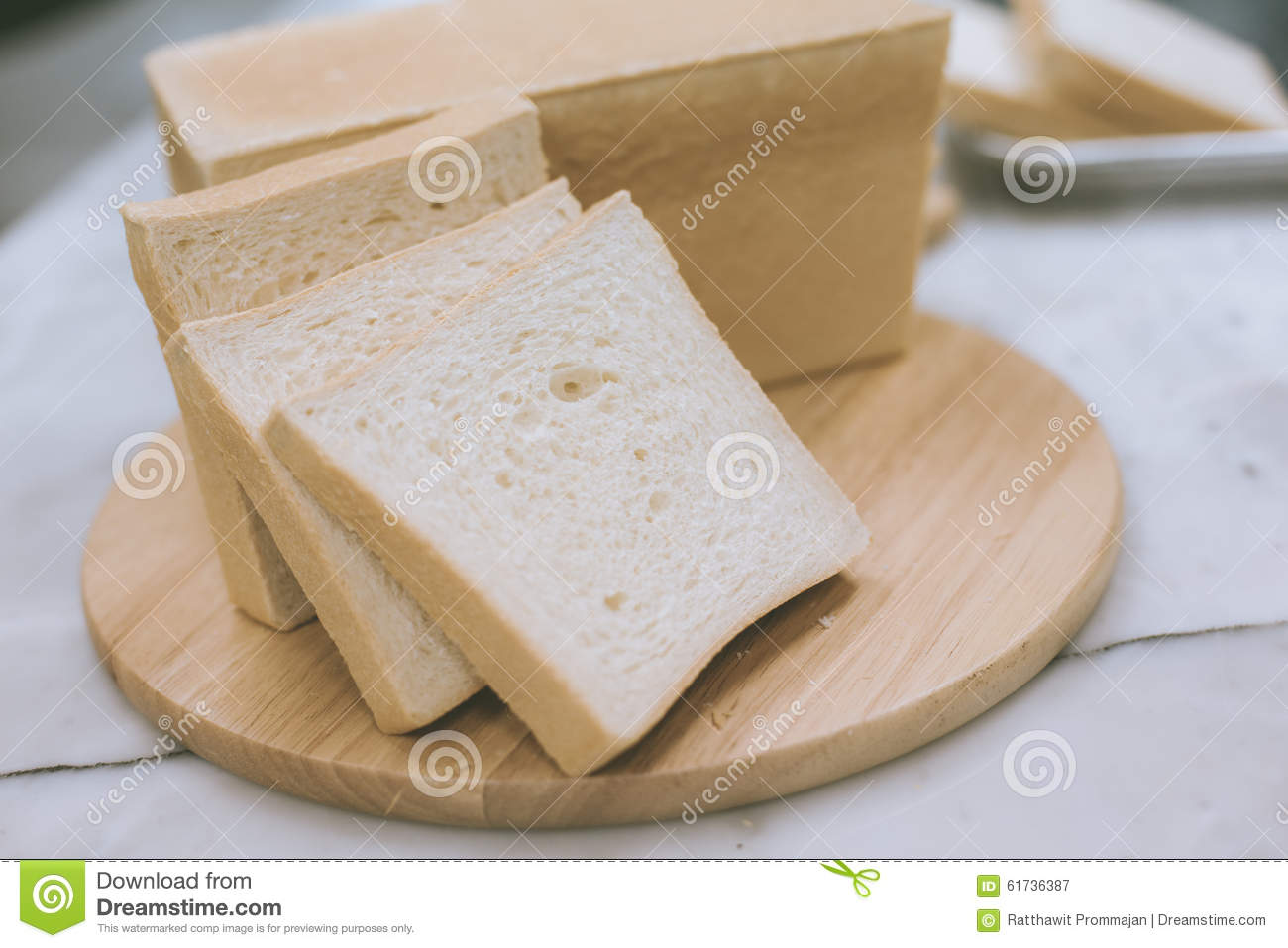 how to cut a loaf of bread