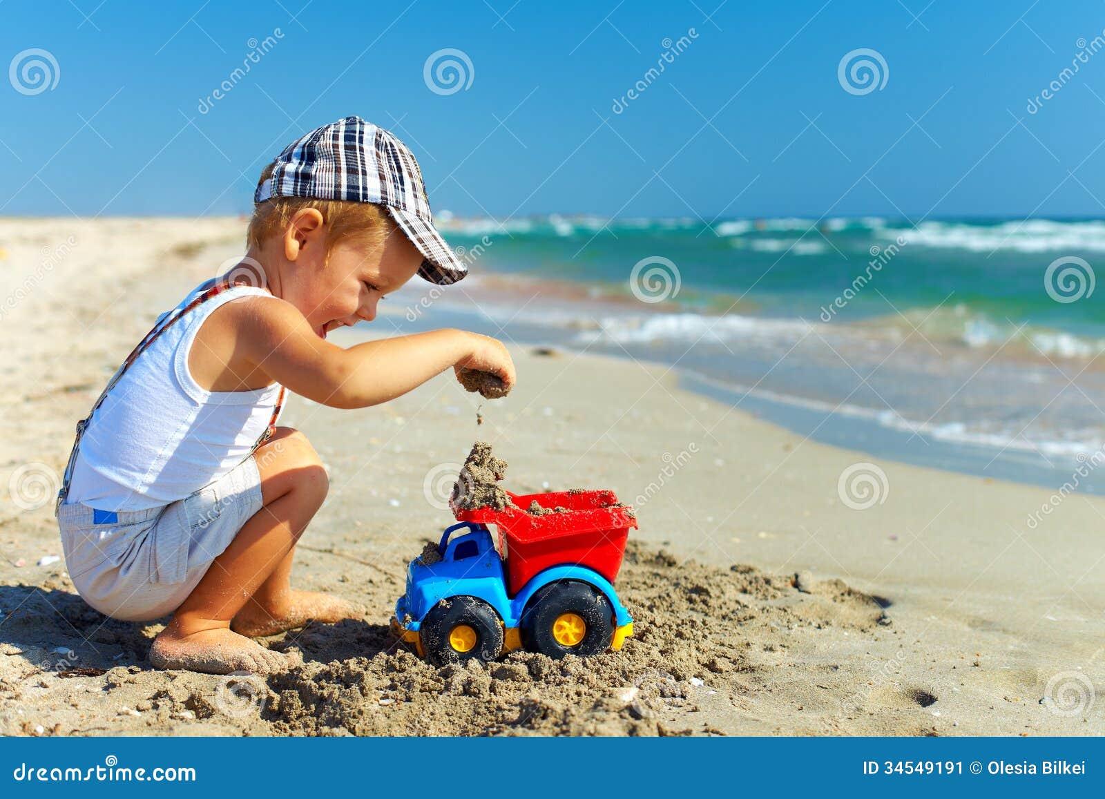 Дети на пляже фото мальчиков