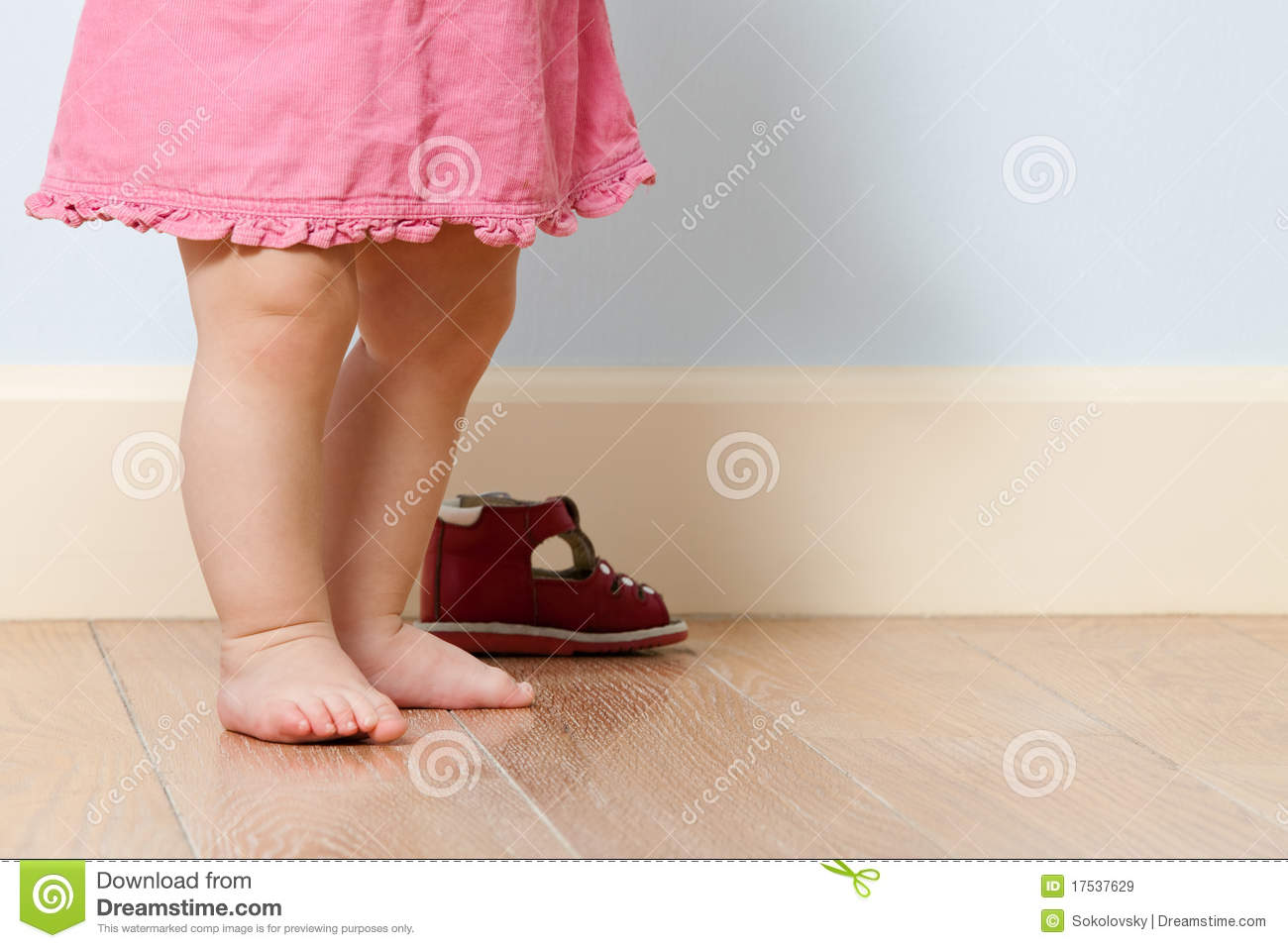 Cute Baby Legs In Room Royalty Free Stock Images - Image: 17537629