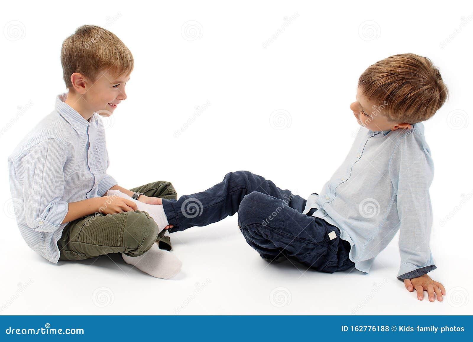 Tickle feet fight