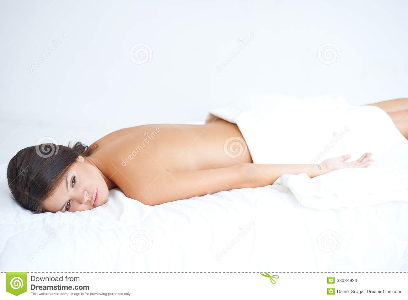 Lying on bed 28 images cute brunette lying on spa bed for Beauty treatment bed