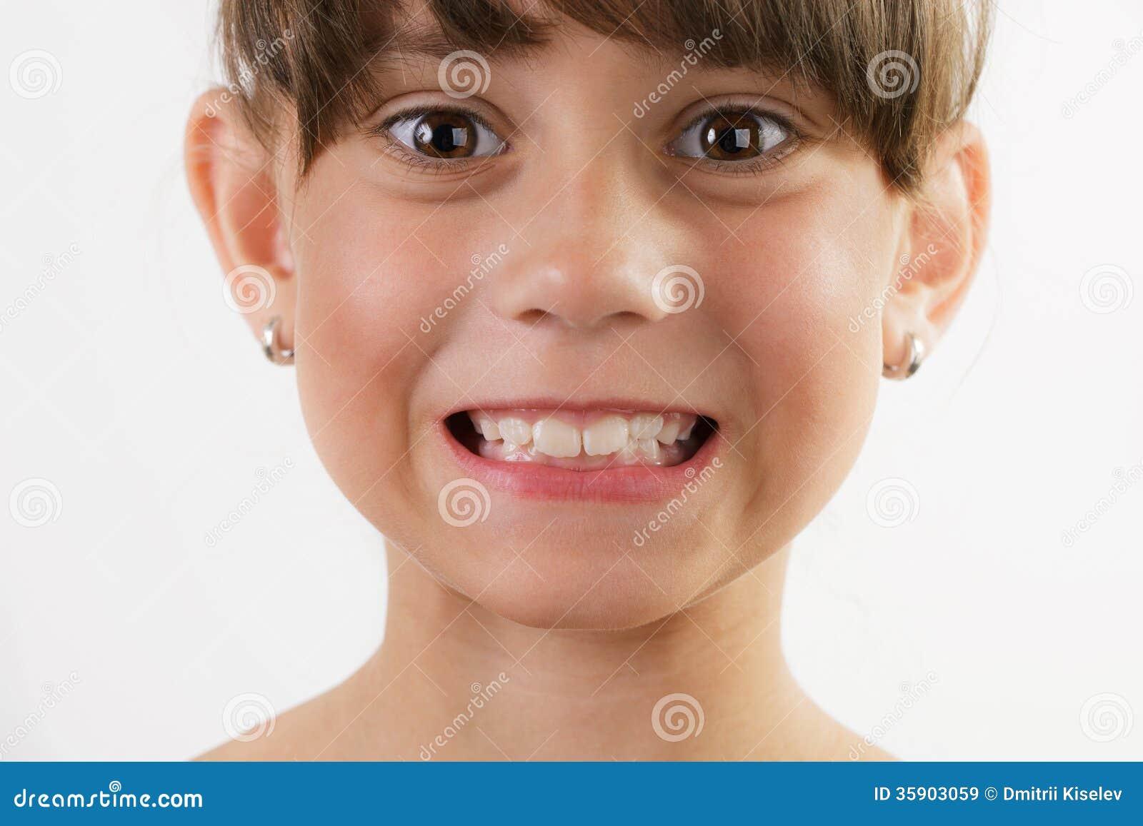 Когда женщина показывает зубы