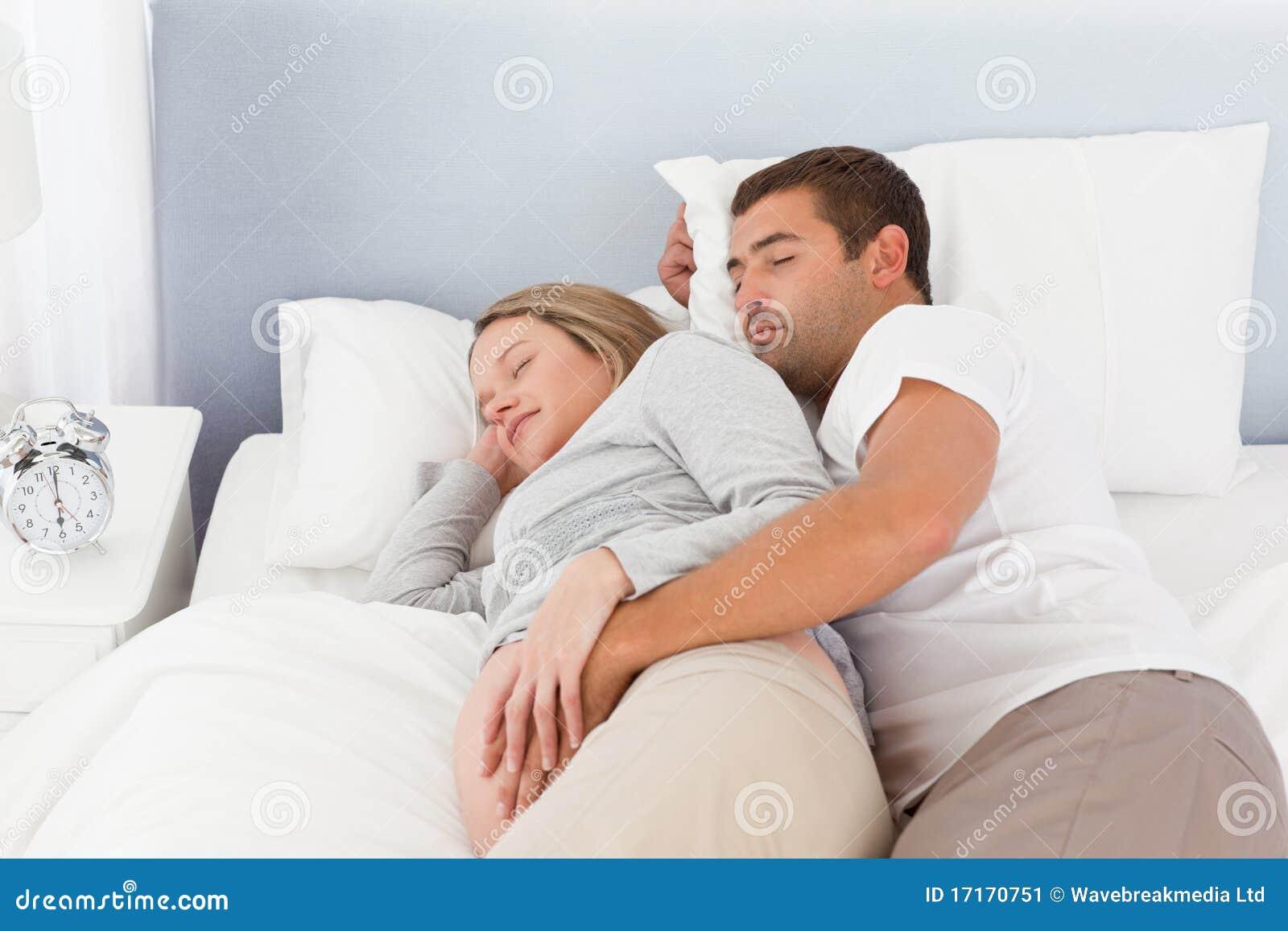 Что делают родители ночью в спальне 4 фотография