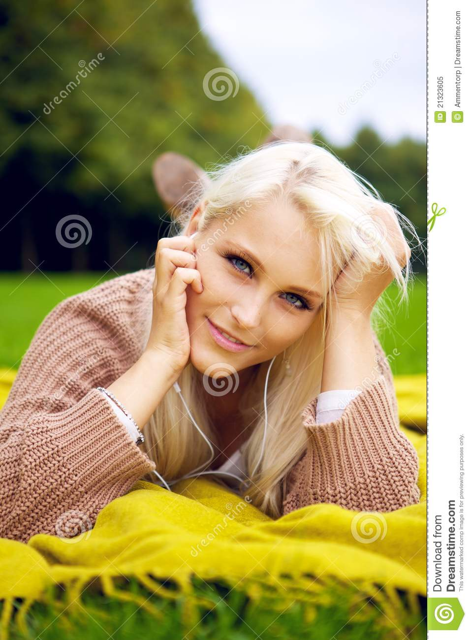 Cute Flirting Look In Park Royalty Free Stock Photo
