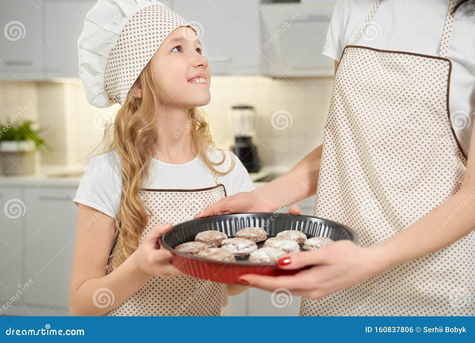 Girl/'s Cupcake Baking with Dad Apron