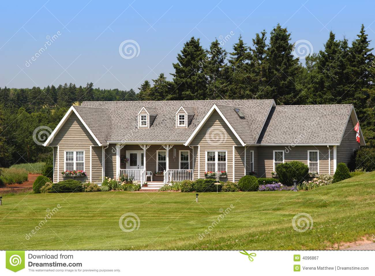 Cute house royalty free stock photography image 4096867 for Photos of cute houses
