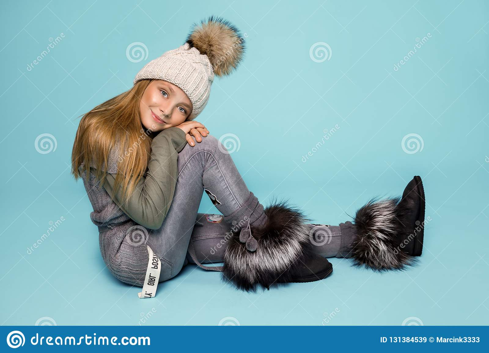 ca20ef1f91de Cute Little Girl Dressed In Winter Clothes