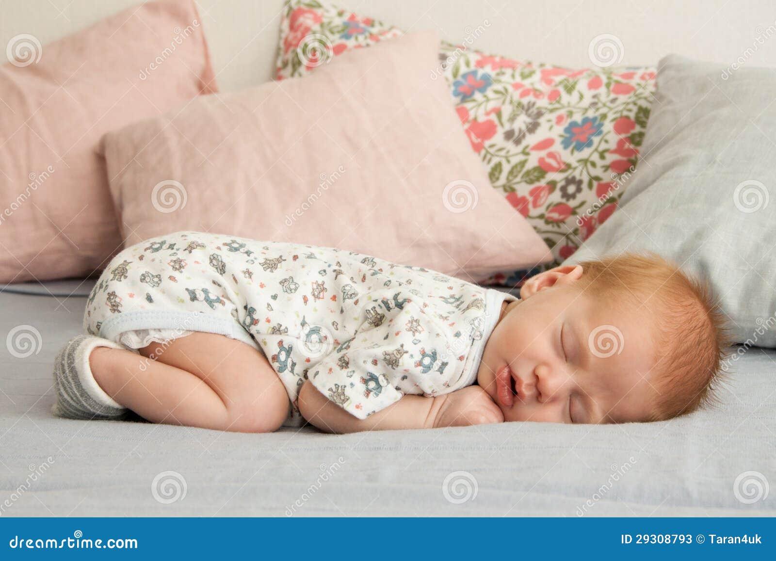2019 year for girls- Newborn Cute baby boy sleeping pictures