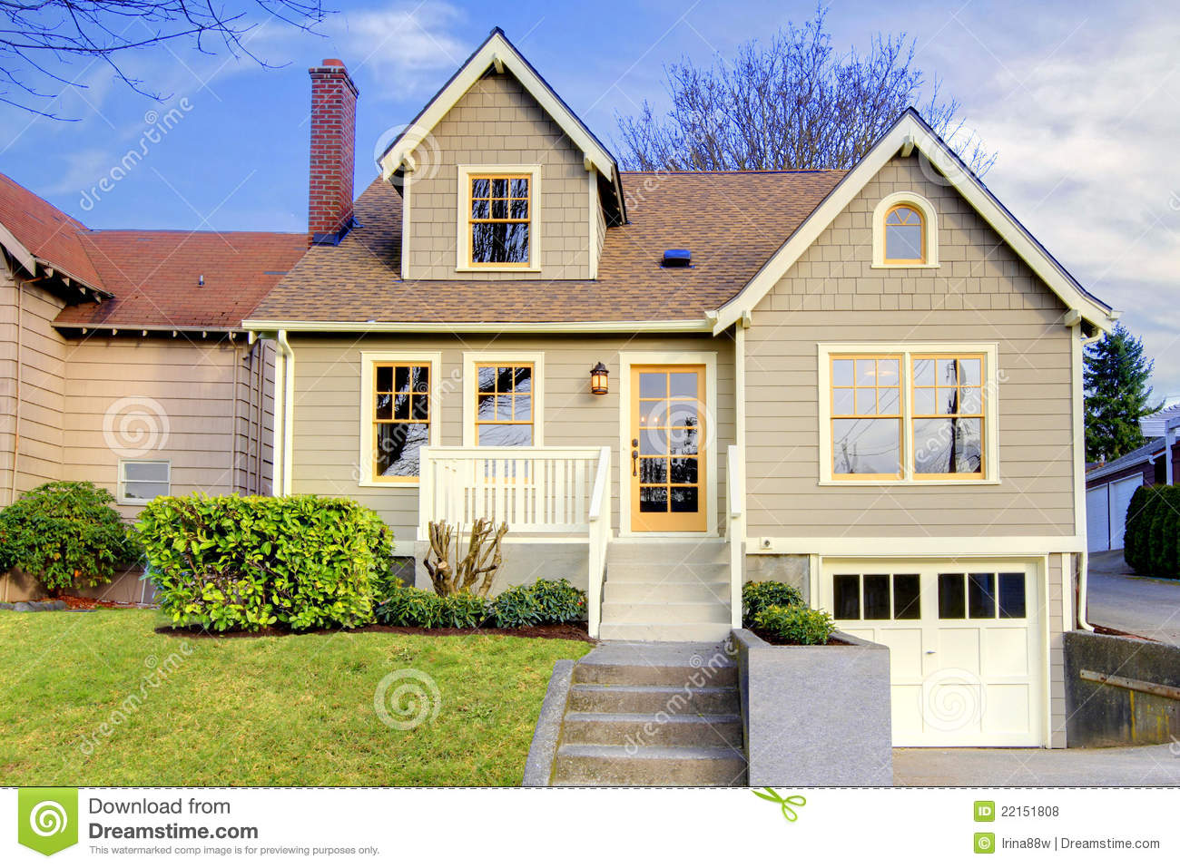 Covered front porch craftsman style home royalty free stock image - Cute Small Craftsman Style Home Royalty Free Stock Photos