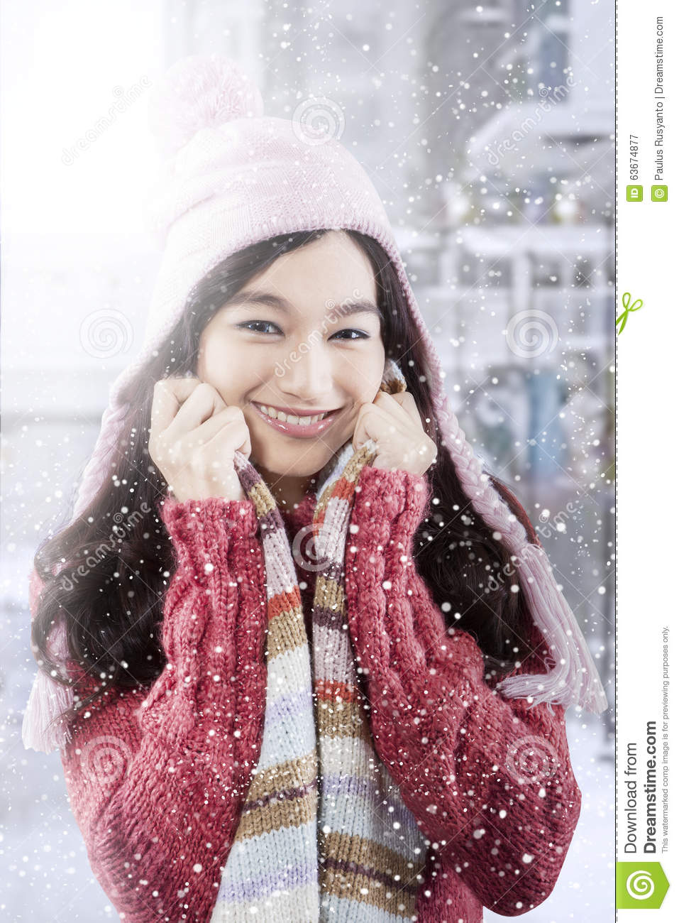 Cute Teenage Girl With Winter Clothes In The City Stock