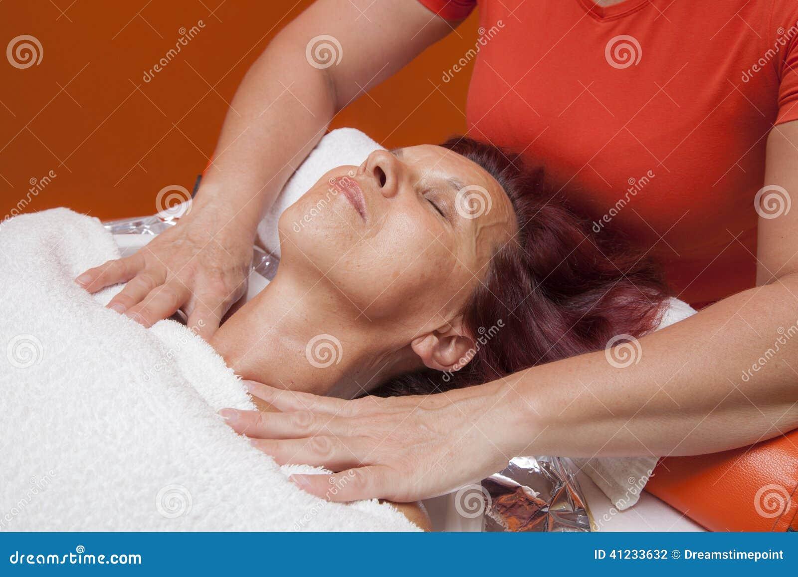 7 card no peek winning hands massage & cupping