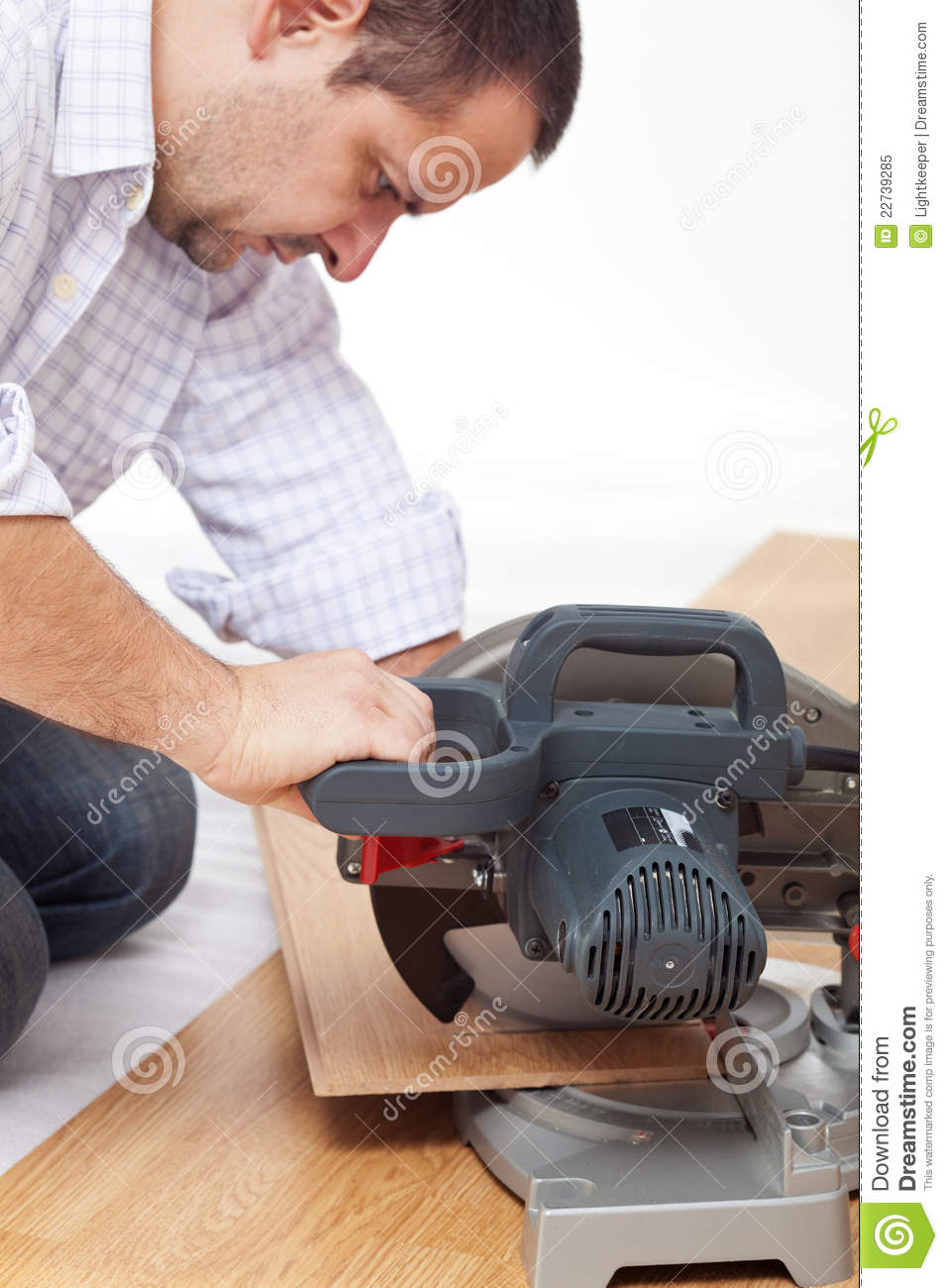 Cutting Laminate Flooring using the angle finder tool to cut angles when installing laminate flooring Cutting The Laminate Flooring Planks