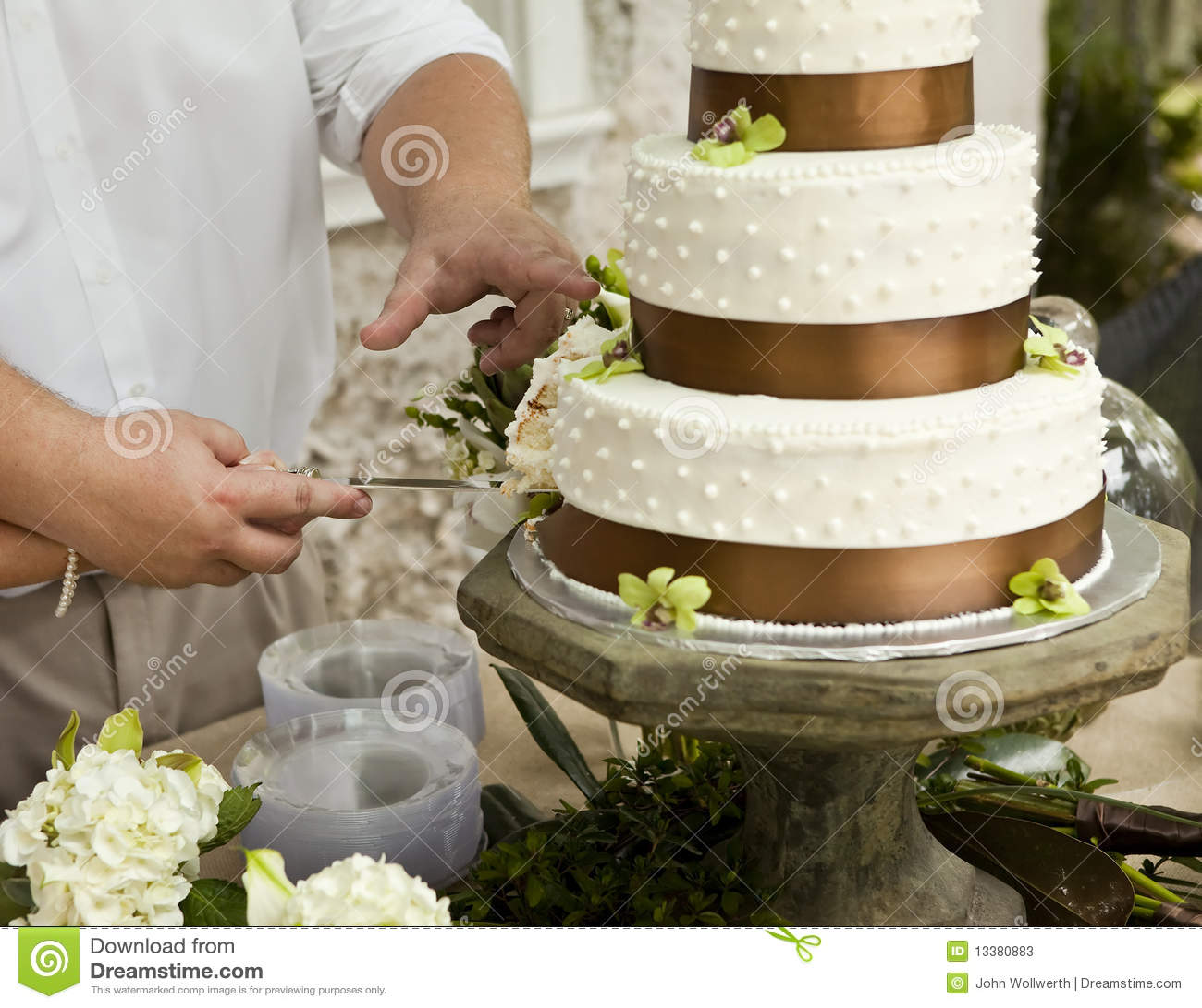 Cutting Wedding Cake Stock Photos